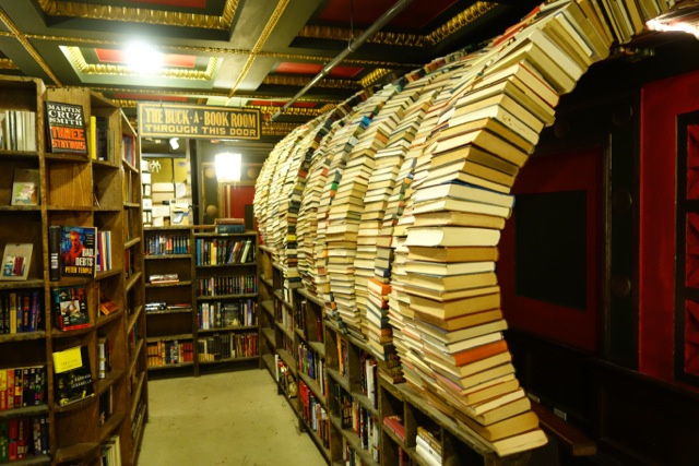 Seven Enchanting Bookstores You Must Visit If You're In Los Angeles