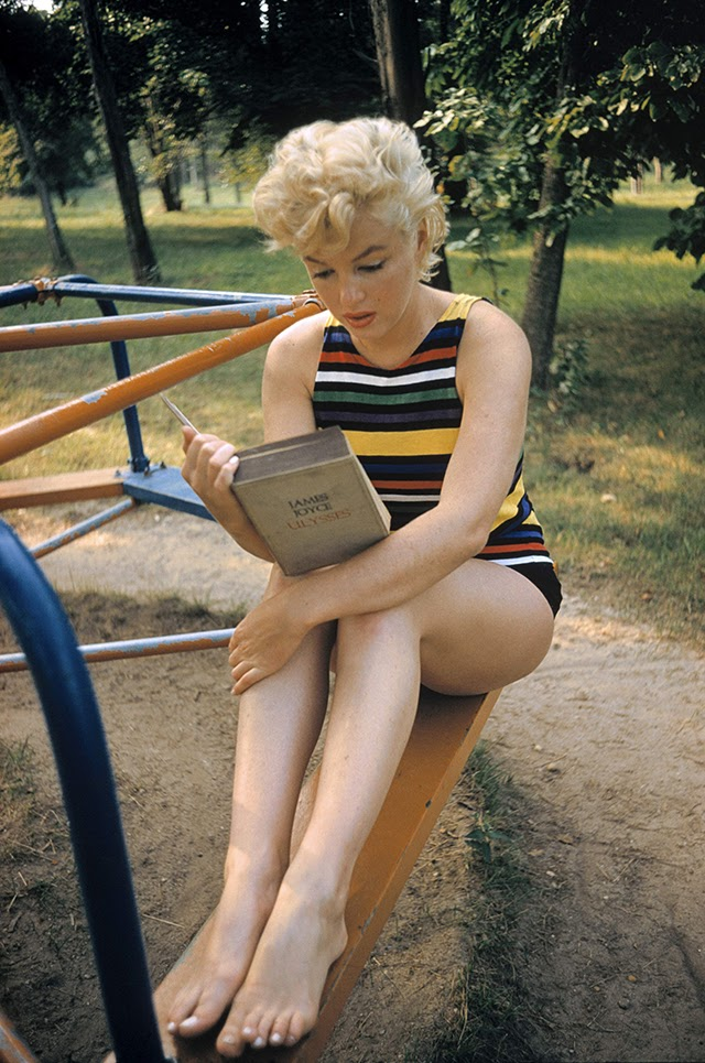 VIDEO: Beautiful And Simple Photographs Of Marilyn Monroe Reading