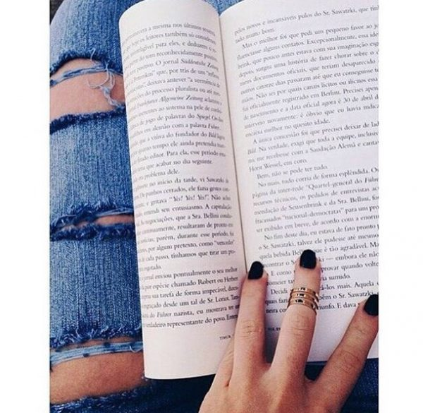 book-escape-girl-inspirational-Favim.com-3911410