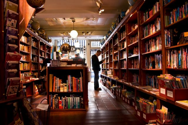 5 Things You Miss When You Shop For Books Online