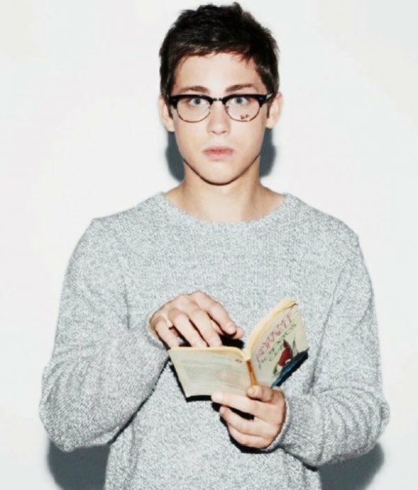 books-cute-glasses-guy-Favim.com-1120135