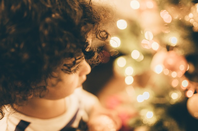 5 Ways To Trick Your Kids Into Reading During This Holiday Season