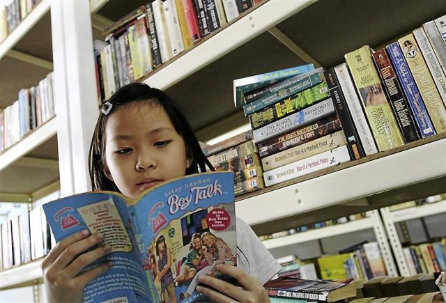 VIDEO: Book Polygamy: How To Read More Than One Book At A Time