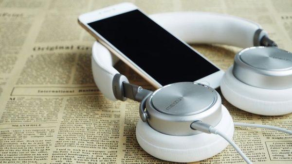 headphones-1599626_640