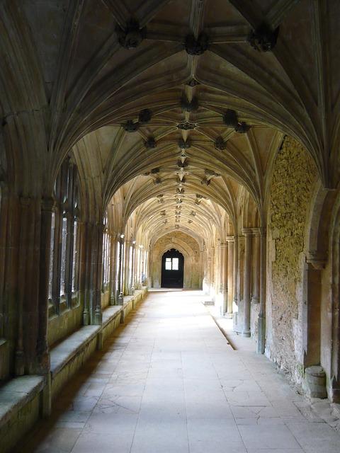 lacock-abbey-1510628_640