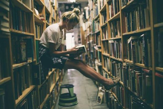 10 Serious Struggles All Bookworms Can Relate To