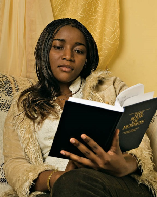 woman-reading-the-book-of-mormon